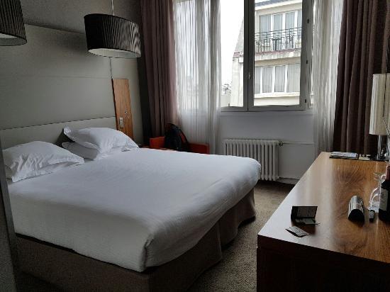 Hotel Etoile Saint-Honoré: 20160529_155446_large.jpg