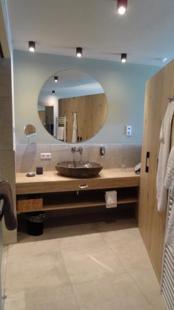 Hotel Rosengarten: Sehr schönes Bad mit Dusche