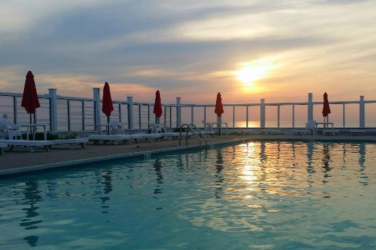 Sound View Inn: Outdoor Pool with Glorious Views of the Long Island Sound