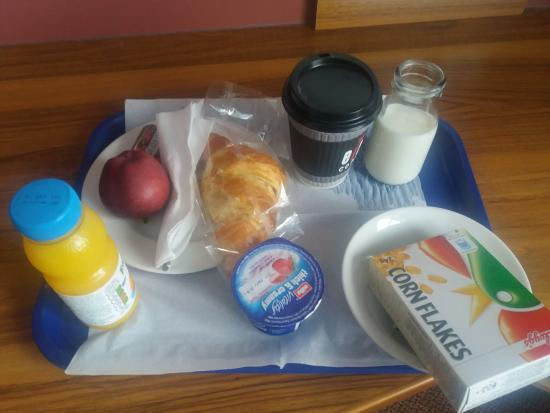 Corley, UK: the breakfast is served in the bedroom, there's no breakfast room available