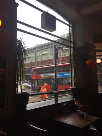 The Wellington Hotel: Trip to London at the beginning of June 2016, stayed at The Wellington across from Waterloo Stat