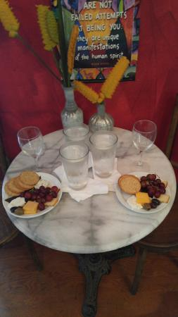 Holualoa, Hawái: Three to four tastings with crackers, cheese and fruit for $15.00pp