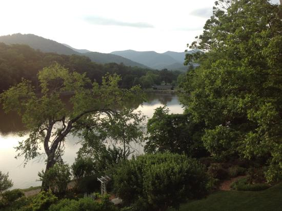 Arbor House of Black Mountain: View of the lake from our balcony
