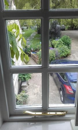 Stone Croft Bed and Breakfast: view from bathroom window overlooking garden