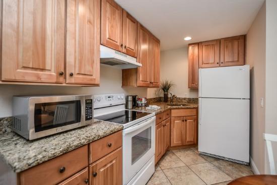 Tropical Breeze Resort: 1 Bedroom Suite - Full Kitchen