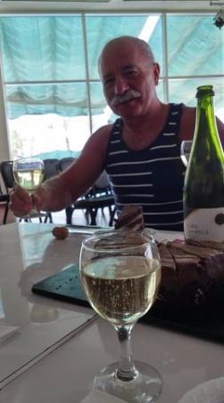 пьём шампанское в день рожденья!