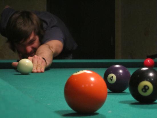 Manning Park Resort: Bear's Den pool table