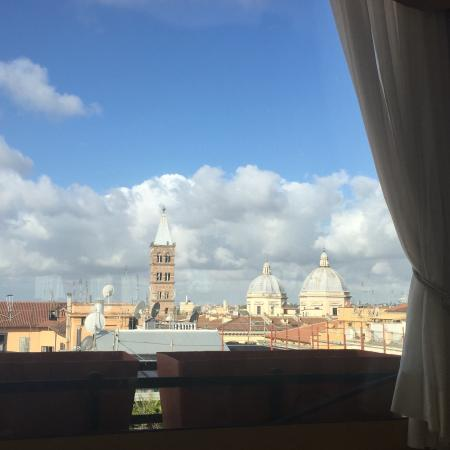 Champagne Garden Hotel: View from the breakfast room!