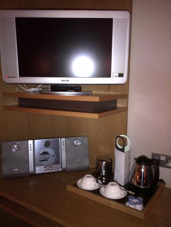 The Croke Park: good size tv, cd player and complimentary tea/coffee facility