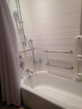 AC Hotel Kansas City Westport: Tub/shower Features Hand Held Shower And Rain