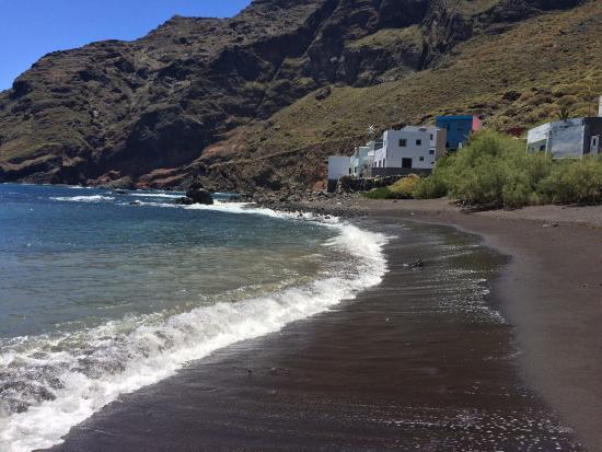 Bomberos de Tenerife rescatan a cuatro senderistas en Chamorga