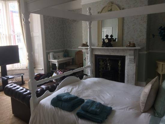 Grantley House: Nice room. Comfortable king size bed. Clean bathroom and towels. Very good selection for breakfa
