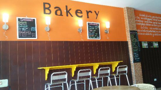 La Ceiba Bakery: Breakfast and bakery variety and good customer service.
