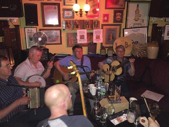 Lowry's Bar: Tolle Whiskey-Bar um Musik vom Feinsten zu hören