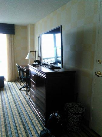 Renaissance Portsmouth-Norfolk Waterfront Hotel: Large TV