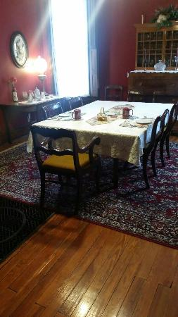 Eagle Hill Manor Bed & Breakfast: Breakfast and Victorian charm.