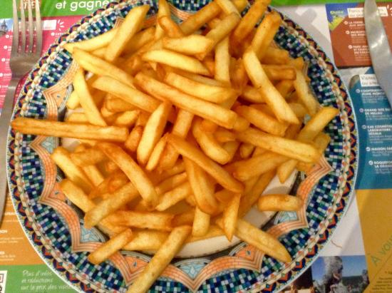 Sauveterre-de-Rouergue, France: frites pour une personne !