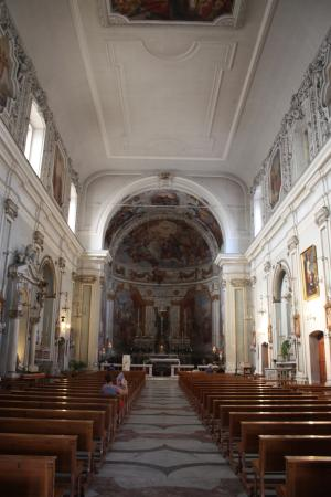 Chiesa Sant'Agata al Borgo: Внутри красива, но без особой роскоши.
