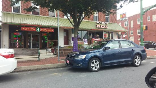 Jo-Jo Pizzeria & Restaurant: Front entrance