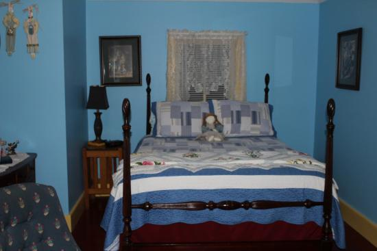 Ozark Country Inn Bed & Breakfast: Room 3 with Queen size bed