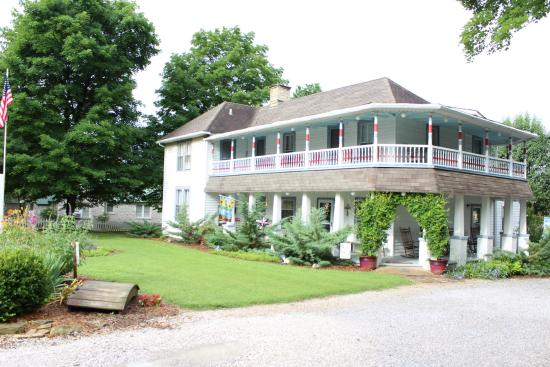 Ozark Country Inn Bed & Breakfast: View from the highway