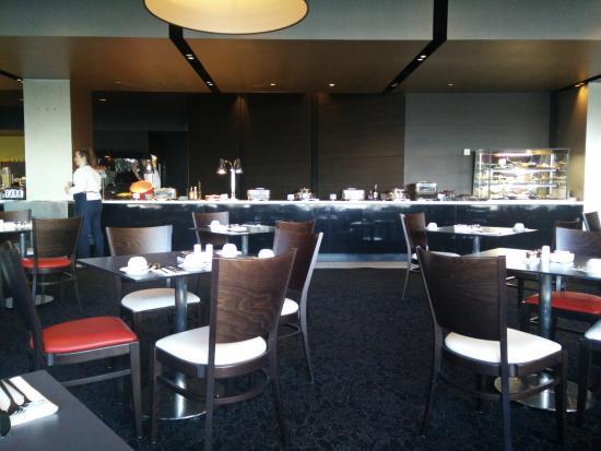 Windows Restaurant - Hotel Pullman Melbourne Albert Park | Hotel Pullman Melbourne Albert Park, 65 Queens Road, Albert Park, Melbourne, Victoria 3004 | +61 3 85542728