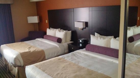 Best Western Plus Toronto North York Hotel Suites 216