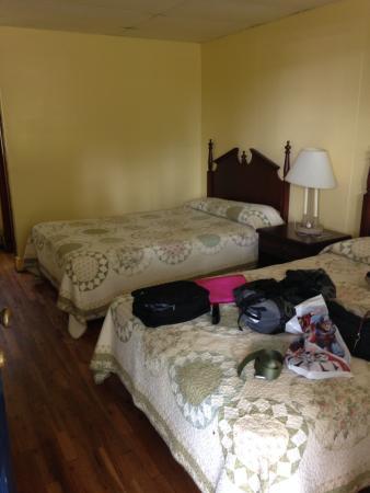 Floyd, VA: good size bedrooms