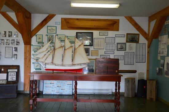 Newport Landing, Canadá: Maquette d'un navire construit sur le chantier naval