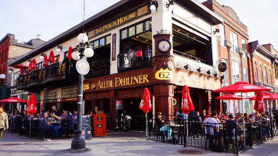 Aulde Dubliner & Pour House's patio