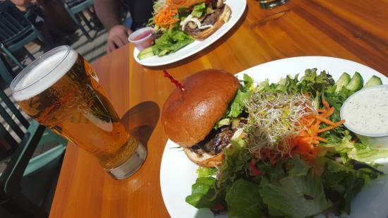 The Yard & Flagon Pub: Lamb burger and salad