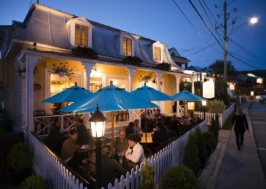 Cafe Boheme: Charmante terrasse au coeur du village.