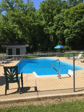 Piedmont, MO: Enjoy our pool area!
