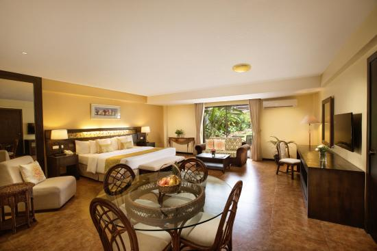Montebello Villa Hotel: Junior Suite with access/view of the swimming pool