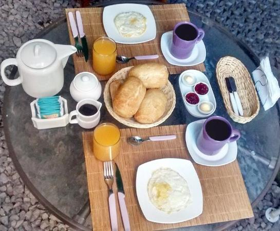 Jacaranda Inn Hostel: Our breakfast