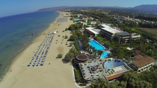Mare Monte Beach Hotel: Hotel Beachfront Location