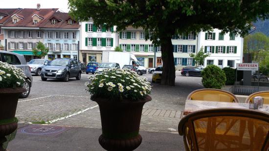 Cafe Treff : Unterseen - Café Treff - Terrasse mit Blick auf Altstadt