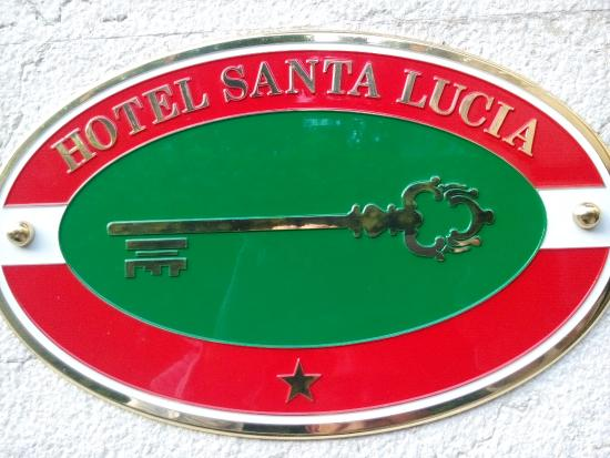 Hotel Santa Lucia: Hotel sign on the gate