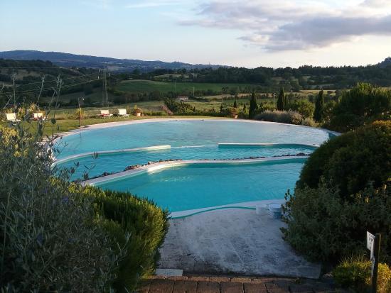 Panorama dalla piscina foto di bagno santo hotel saturnia