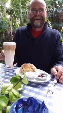 The Blue and White Teapot Cafe: sultana scones