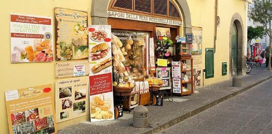 Sapori Antichi Ischia: l'ingresso al negozio