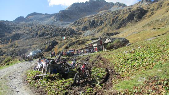 Il rifugio: sosta percorso Foppolo- Fusine (foto Ottobre 2015)