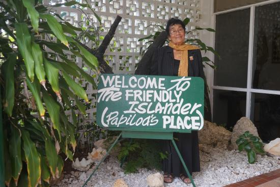The Friendly Islander Hotel : Papiloa at her place