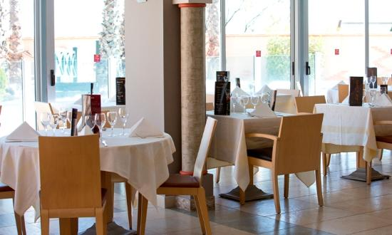 La Lagune Beach Resort and Spa: Restaurant