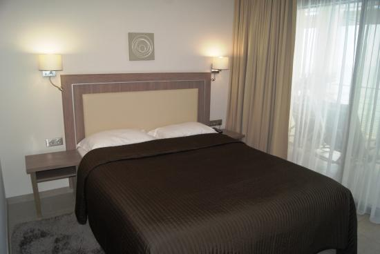 Villa Azur: Double bed in all rooms