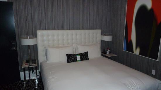 grosses bett mind 1 80x2 00 bild von moderne hotel new york city tripadvisor. Black Bedroom Furniture Sets. Home Design Ideas