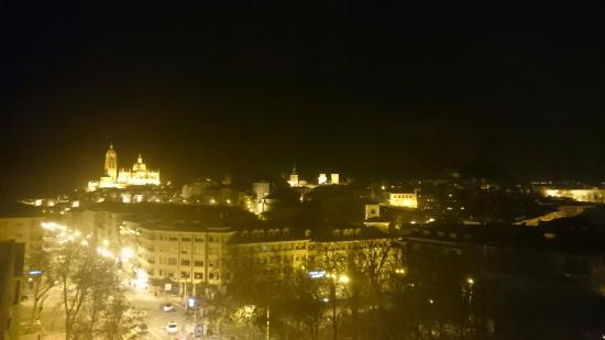 Los Arcos Hotel: Vista nocturna desde el Hotel