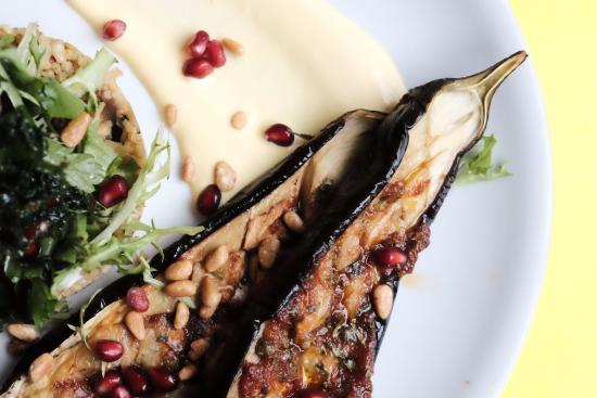Karamellisierte Auberginen, Safranjoghurt, Granatapfel, Couscous
