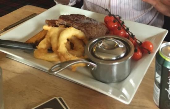 Pitlessie, UK: Beautifully cooked steak served with freshly made onion rings, hand cut chips and slow roasted v