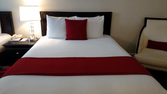 Artmore Hotel: The beds were so comfy!